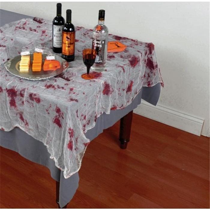 Cadılar Bayramı Kanlı Masa Örtüsü